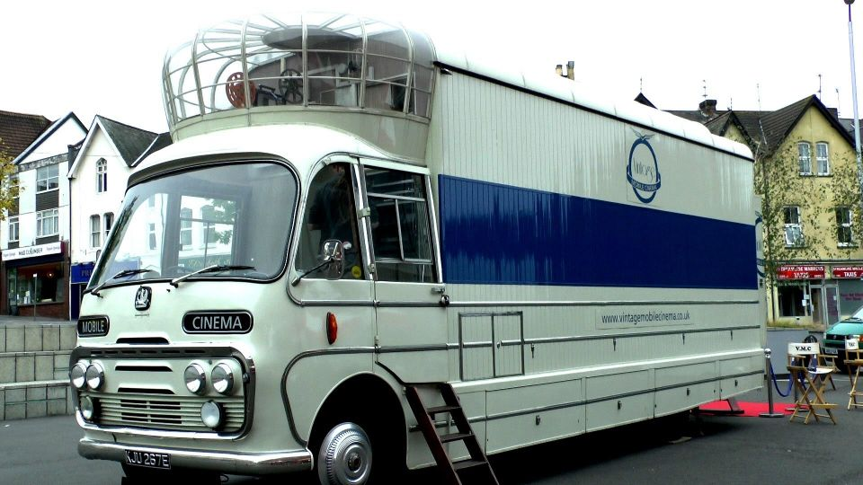 Cines móviles en caravanas - Vintage Mobile Cinema UK