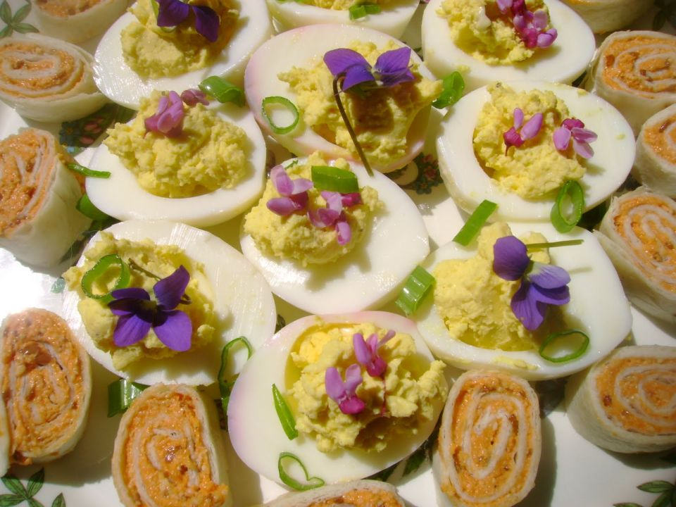 deviled eggs with violets